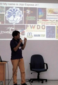 PWAG President Jojo Esposa conducts the web accessibility workshop.
