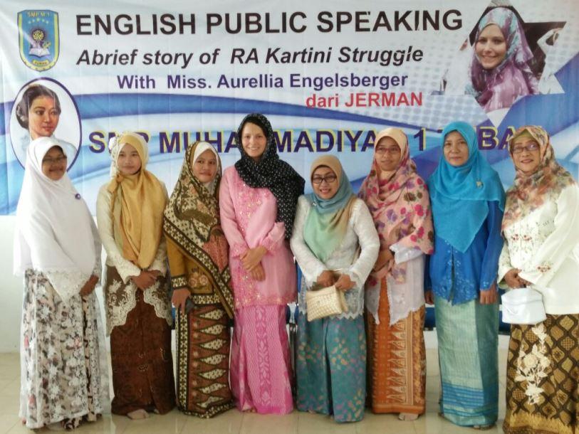Peringati Kartinian dengan Ceramah Umum Berbahasa Inggris