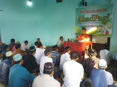 Ir Misbahul Huda dalam Pengajian Ahad Pagi Masjid Attaqwa WSI Menganti Ahad (5/6/2016) (Foto Nurfatoni)