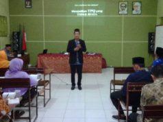 Ustad Munahar menyampaikan materi pembinaan TPA/TPQ Se-Kabupaten Jember. (Foto: Dok Pribadi)