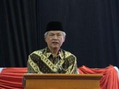 Prof A Malik Fajar saat Kajian Ramadhan Muhammadiyah Jatim.(Foto: Aan Hariyanto/pwmu.co)