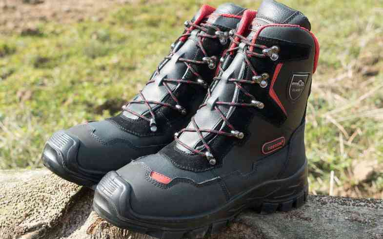 Best Chainsaw Safety Boots – Top 4 Pairs Compared – Class 1, 2 & 3