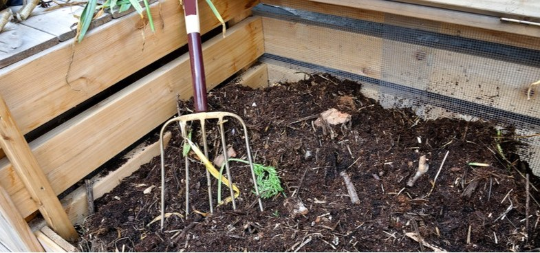 How to make compost from choosing what to compost to layering and aerating your compost bin