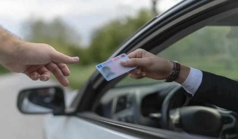 ¿Sabes que puedes conducir hasta en 53 países con el carnet español?