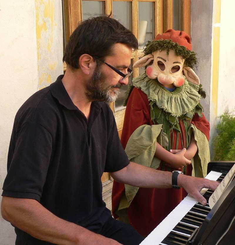 Sitzt lieber am Klavier als vor dem Fernseher: Manfred Hößl