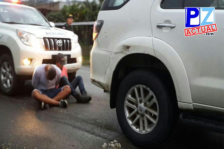 Detienen en El Hoyón a sospechosos de robar auto de lujo en Guápiles