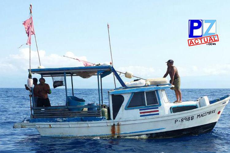 Guardacostas rescataron a pescadores que estuvieron a la deriva tres días cerca de Quepos.