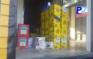Decomisan millonario contrabando de licores y perfumes oculto entre mercadería legal.