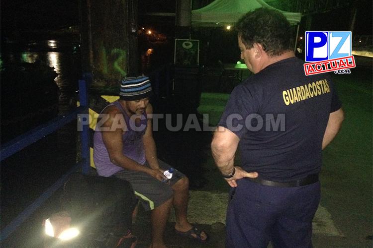 Guardacostas llevaron auxilio a pescador herido.