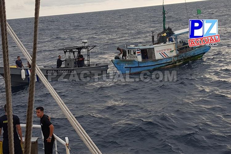 Guardacostas de Seguridad Pública auxiliaron a pescadores a la deriva en aguas del Pacífico Sur.