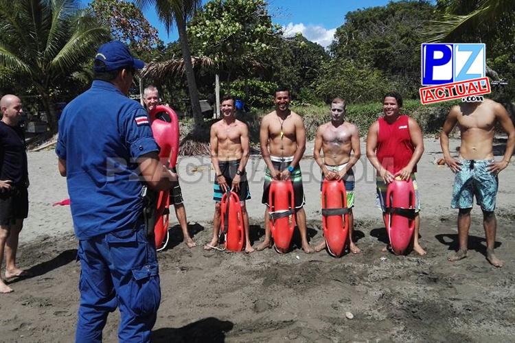 Guardavidas de Parrita cuidarán a turistas gracias a capacitación brindada por el Guardacostas.