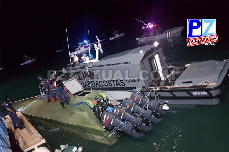 A 80 millas náuticas de Quepos en Puntarenas: Policías interceptan lancha con droga y capturan a tres sujetos.