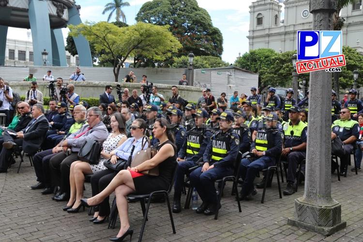 """Policías aplicarán en todo el país nuevo protocolo para atender casos de """"acoso sexual callejero""""."""