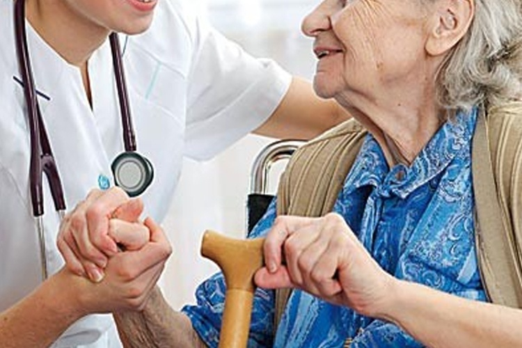 Autoridades piden a la población extremar los cuidados de las personas adultas mayores en esta época.