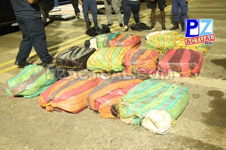 Seguridad Pública captura a dos con cargamento de marihuana oculta en embarcación a 180 kilómetros de Quepos.