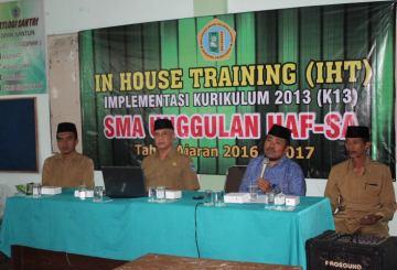 SMA Unggulan Hafshawaty Genggong mengadakan kegiatan In House Training (IHT)