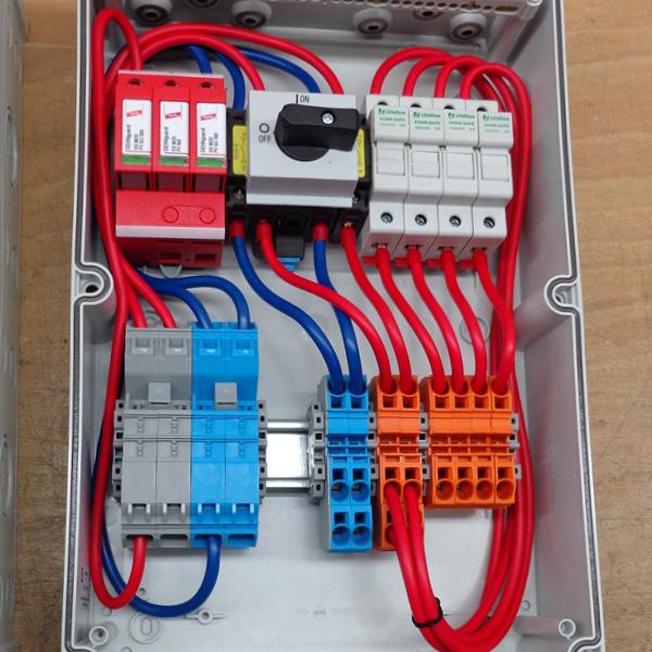 Stringbox mit ÜSS + DC-Freischalter