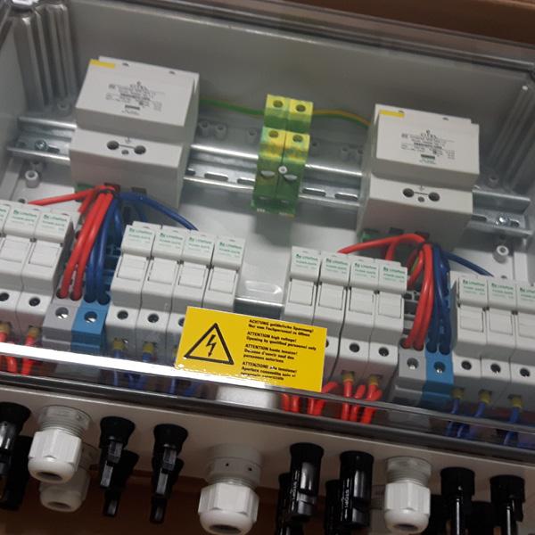 Anschlusstechnik PV Stringbox Easy mit Sicherungen und Überspannungsschutz