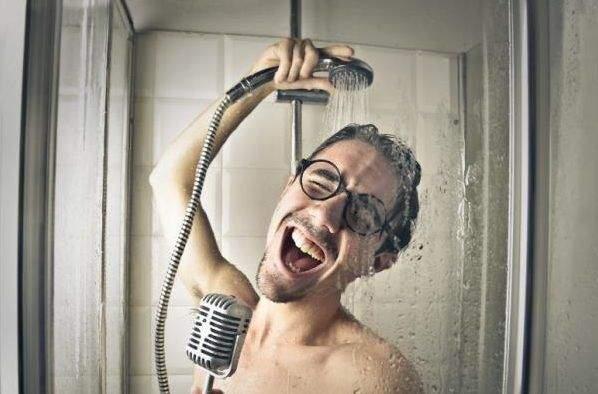 5 فوائد رئيسية وراء الاستحمام ليلا