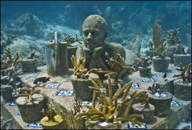 إبداع تحت المياه.. أروع التماثيل المنحوتة في أعماق المحيطات