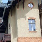 Detail Rundfenster - Holzbalkon