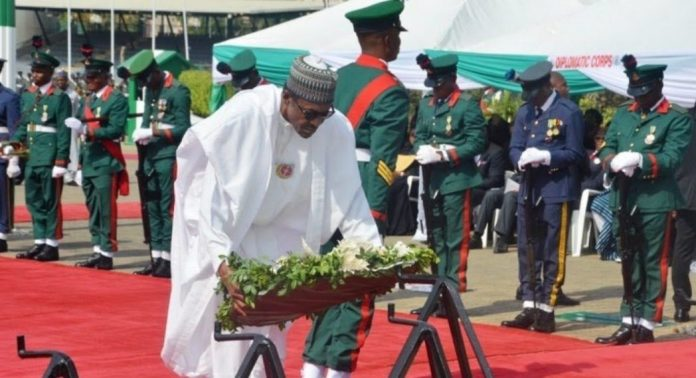 buhari-honoring soldiers at armed forces remembrance day