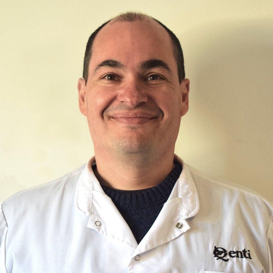 Dr. Christian Leiva