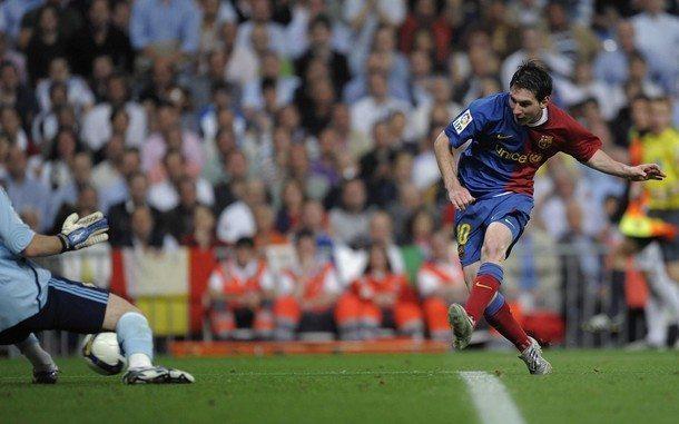 Messi bate a Iker Casillas para anotar el 5to, de 6 goles. 2 de Mayo de 2009