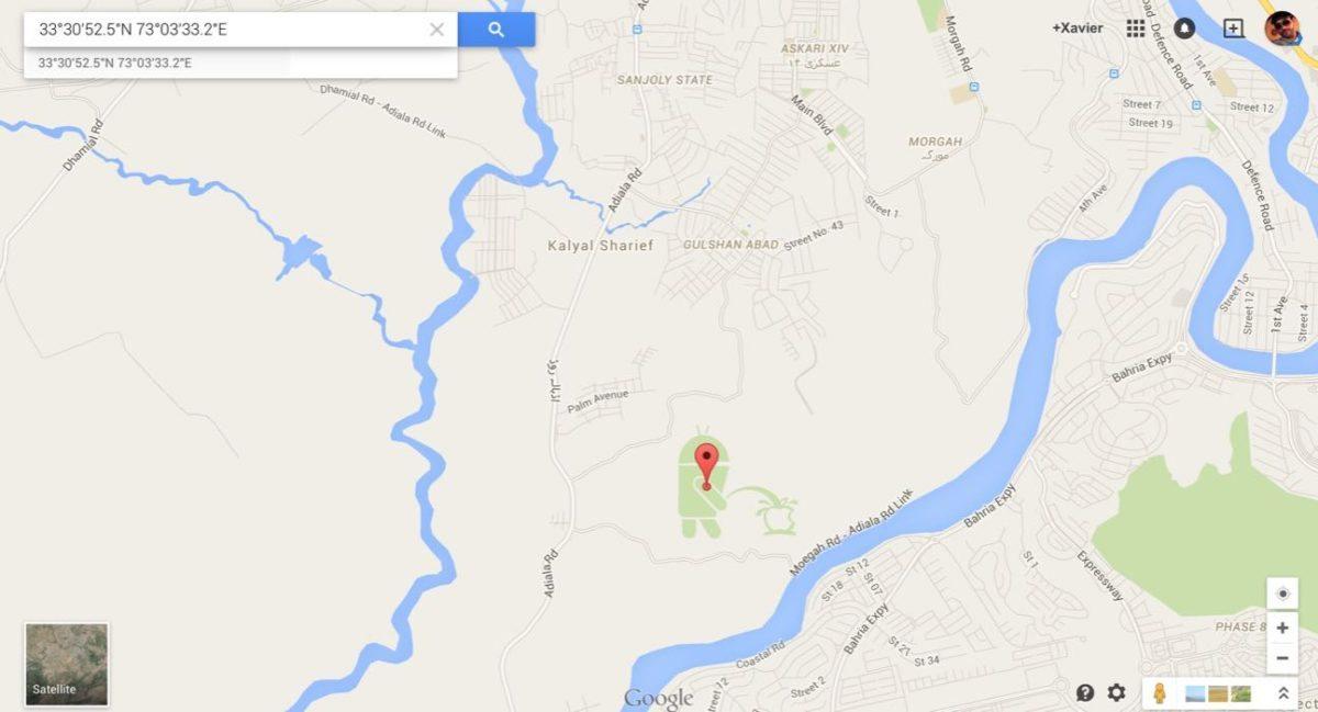 Logo de Android orinando logo de Apple en Google Maps
