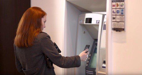 Retirar dinero cajeros automáticos con iPhone