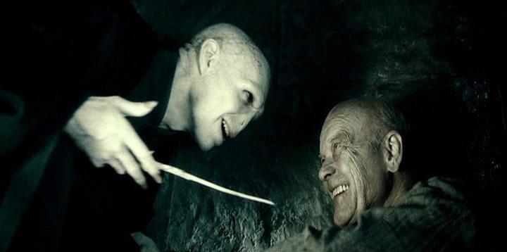 Izquierda: No debe ser nombrado / Derecha: Geller Grindelwald en Harry Potter y los Artefactos de La Muerte
