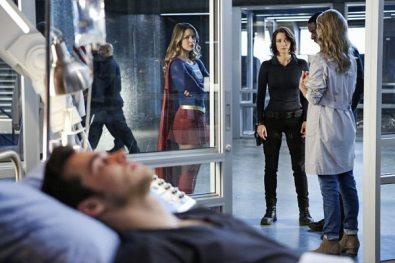 supergirl-season-2-medusa-crossover-image-13