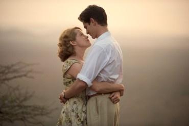 Claire Foy y Andrew Garfield en Breathe