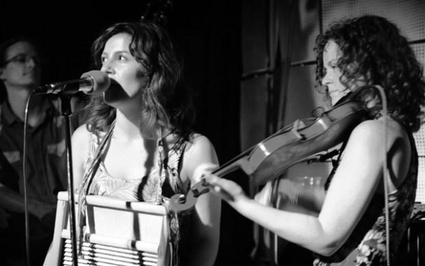 Redbucks Bass Fiddle Singer