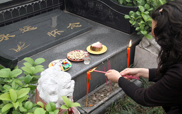 Qing Ming Jie Tomb Sweeping Day China