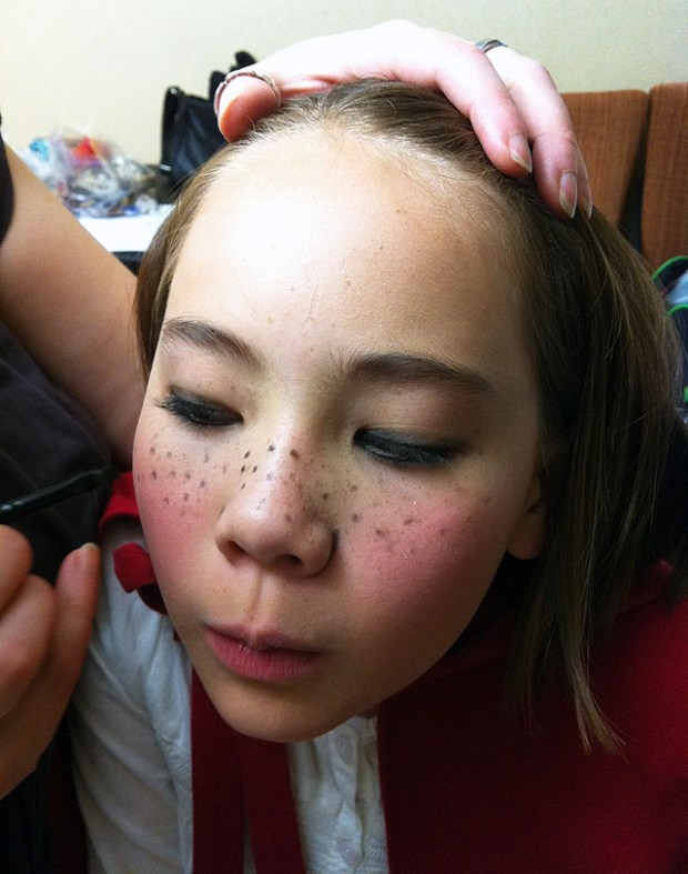 Post Qingdao Panto Robin Hood Little Red Make Up