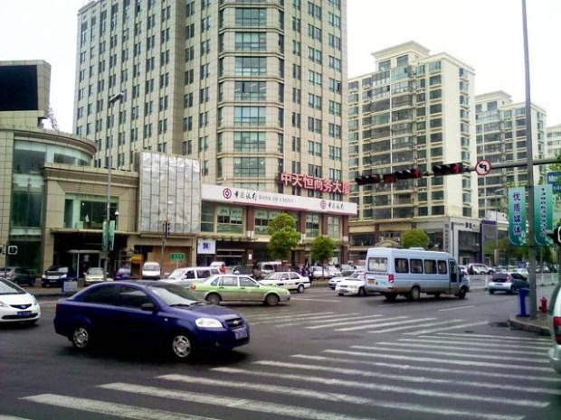 Streets of Qingdao: Nanjing Lu Minjiang Intersection
