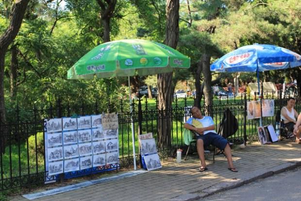 Qingdao Photos Momo Badaguan Vendors Sleepy Summer Day