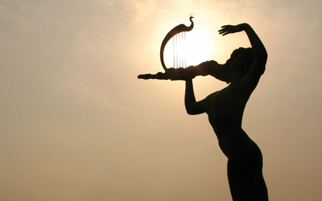 Qingdao Photos Momo Sun Qin Statue