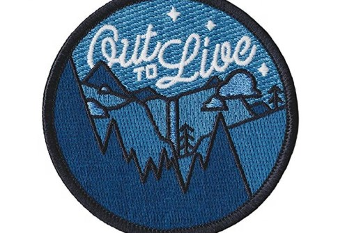 Custom free sample heat press transfer embroidered chenille letter exquisite silk badge woven iron on embroidery patch