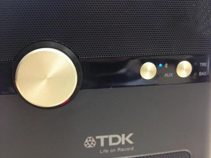 tdk-q35-wireless-charging-speaker-07_0