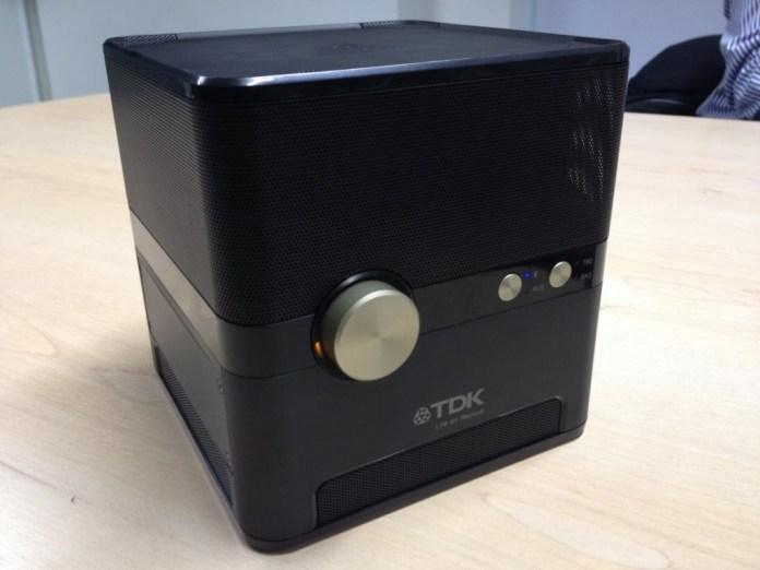 tdk-q35-qi-wireless-charging-speaker-02