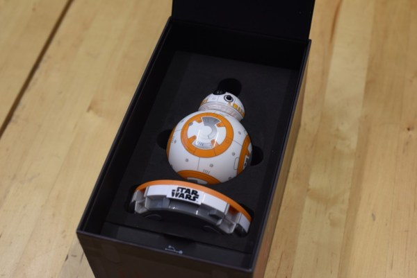 BB-8 robot unbox