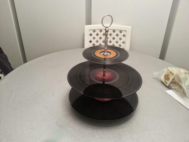 plateau présentation dessert cuisine vinyles
