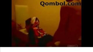 گاییدن زن حشری با حجاب تو خونه