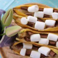 Grill doch mal Obst! Sündhaft leckerere gefüllte Bananen mit Marshmallows #Grillen #ObstGrillen