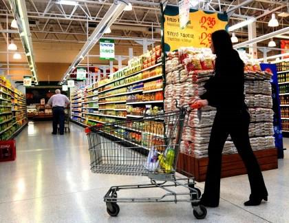 O editor é como um cliente entrando em um supermercado, onde este é o agente e os artistas são os produtos que ele procura.