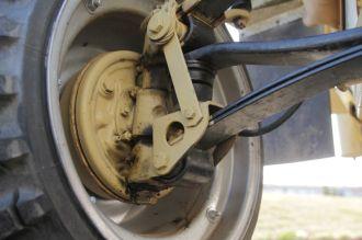Funktioniert: die Bremsen sind einfach, stoppen das Fahrzeuga ber zuverlässig