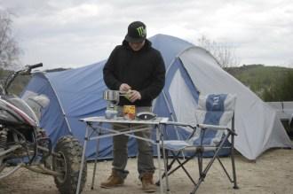 Campingmöbel von Nordkap: Hocker, Stuhl, Tisch, – alles natürlich faltbar.