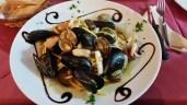 Restaurant Bella Napoli: Das Stammlokal in Susa (Piemont) bietet nicht nur leckere Pizzen sondern auch Pasta mit frischen Meeresfrüchten.
